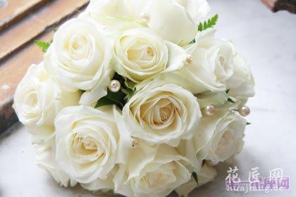 七夕送多少朵白玫瑰?七夕送几朵玫瑰合适?